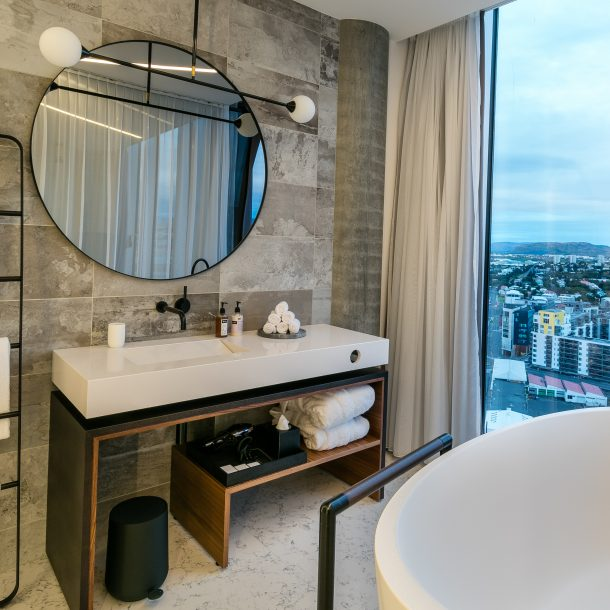 Vífilsfell Suite with Bathtub
